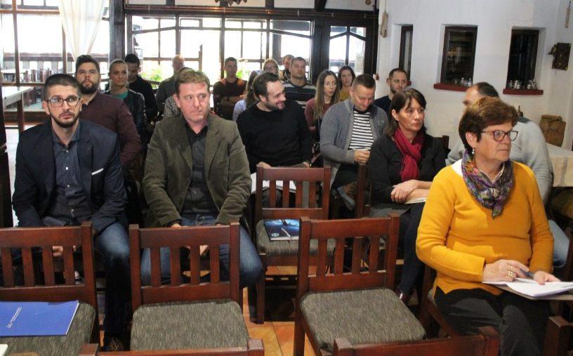 """U Otrovancu u restoranu """"Zlatni klas"""" održana panel diskusija """"Dobre prakse i izazovi u promociji seoskog turizma"""""""