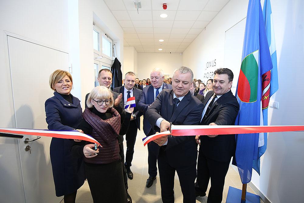 Nakon otvorenja Poduzetničkog inkubatora u Slatini, otvorena su i preostala dva poduzetnička inkubatora u Orahovici i Pitomači koji su dio projekta Mreža poduzetničkih inkubatora Virovitičko-podravske županije